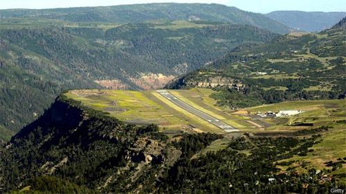 Аэродром Теллурид в штате Колорадо: полоса обрывается отвесно