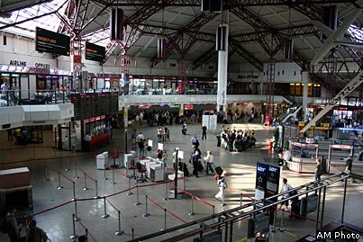 Сегодня аэропорт в Варшаве предлагает авиабилеты на множество маршрутов.