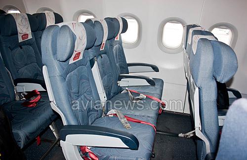 Кресла в салоне самолета