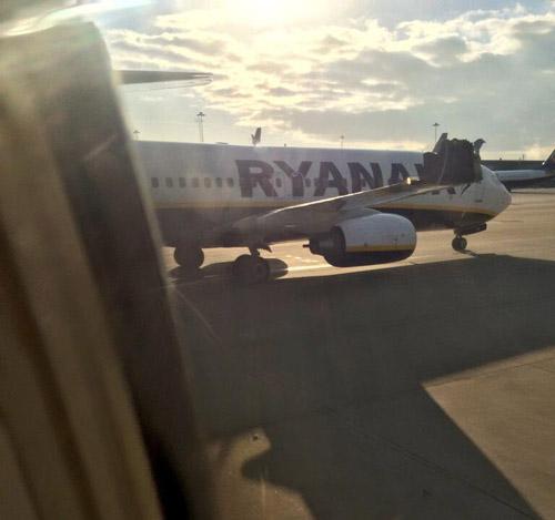 Повреждено крыло самолета Ryanair