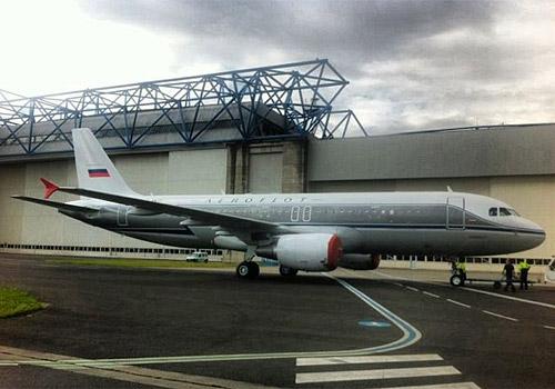 Авиакомпания Аэрофлот окрасила свой новый самолет Airbus A320 с бортовым номером VP-BNT в ретро-ливрею