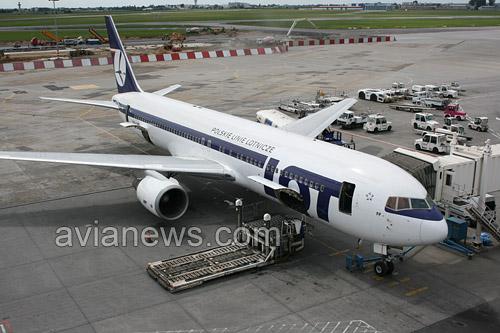 Boeing 767 авиакомпании LOT в аэропорту Варшавы