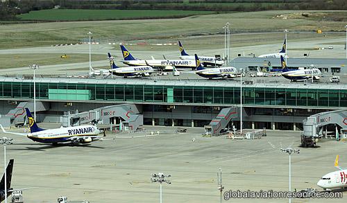 Ryanair решил начать раньше полеты вЛондон изКиева иЛьвова
