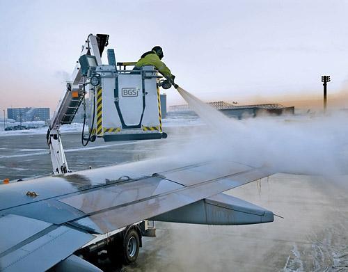 Литовская хэндлинговая компания Baltic Ground Services (BGS) сертифицировала новую антиобледенительную жидкость I-го типа для удаления снега, льда и других природных отложений с воздушных судов