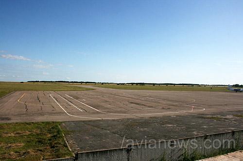 Перрон, аэропорт Сумы
