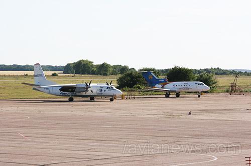 Сейчас аэропорт Сумы принимает только редкие литерные рейсы с чиновниками на борту, а также рейсы со спортивными командами. В аэропорту также базируется Як-40 авиакомпании Константа, который выполняет полеты по заказу руководства местного завода им. Фрунзе.