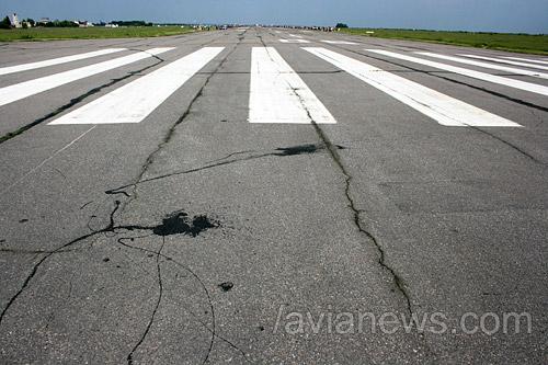 Взлетно-посадочная полоса в аэропорту Сумы
