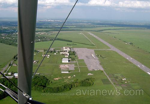 Вместе с перроном, системами посадки, временным терминалом новый аэропорт Сумы начал работать в 1979 году. Уже в 1980 году пассажиропоток составил около 200 тыс. человек.