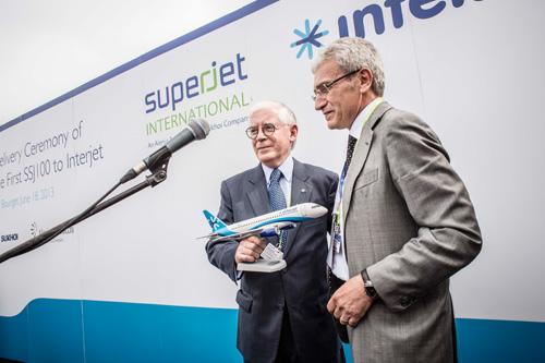 Компания SuperJet International, которая является совместным предприятием российского Сухого и итальянской Alenia Aermacchi,  передала мексиканской авиакомпании Interjet первый самолет Сухой Суперджет 100 (SSJ 100)