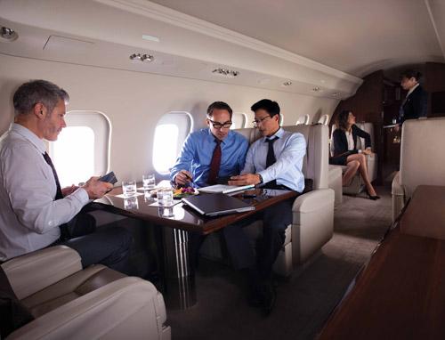 NetJets Europe показала в аэропорту Жуляны новый самолет бизнес-авиации Global 6000 канадского производителя Bombardier