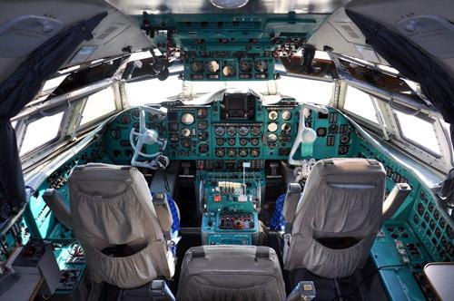 Кабина пилотов ничем не отличалась от обычных Ил-62