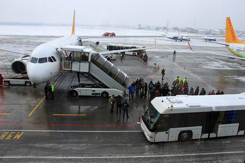 Самолет Pegasus Airlines Airbus A320neo в аэропорту Киева Жуляны