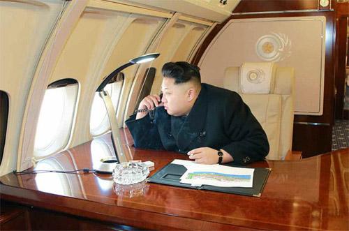 Ким Чен Ын в самолете Ил-62