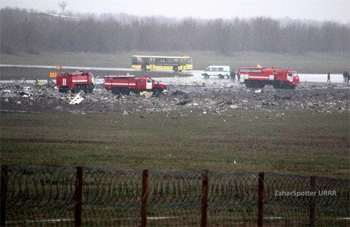 Обломки разбившегося в Ростове Boeing 737-800 flydubai