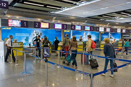 Очередь на регистрацию на рейсы МАУ в аэропорту Борисполь