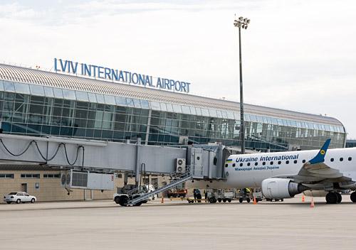 Самолет МАУ в аєропорту Львов