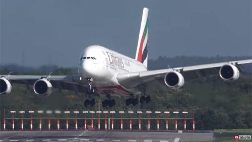Посадка огромного A380 чуть не завершилась аварией из-за шторма «Ксавье»