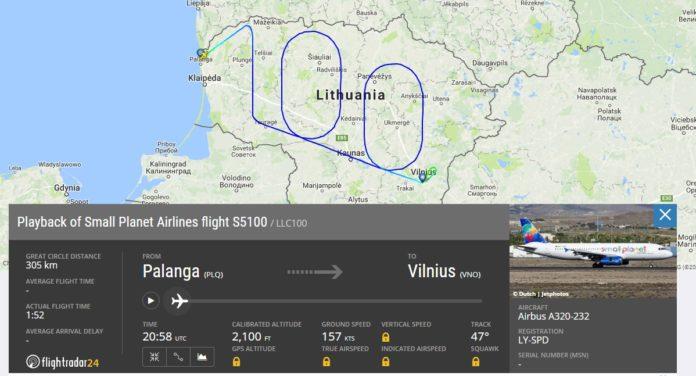Как летел самолет Small Planet Airlines, рисуя цифру 100 в небе