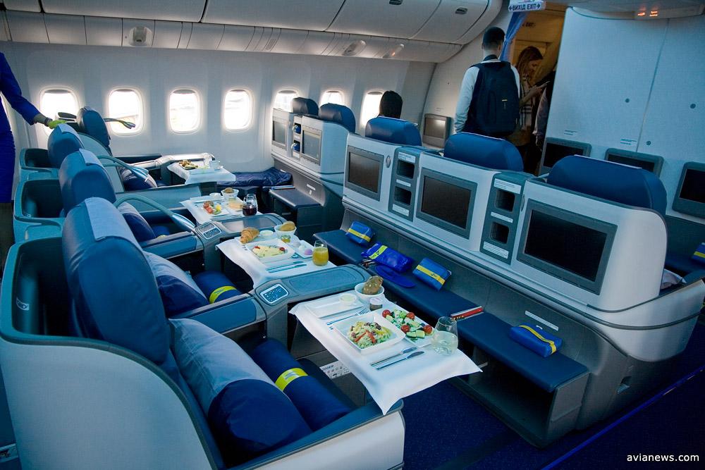 Салон бизнес-класса Boeing 777-200ER МАУ