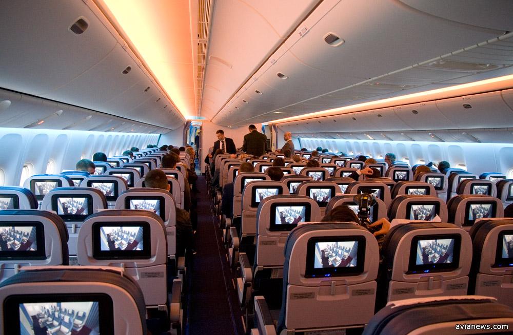 Светодиодное освещение Sky Interior в Boeing 777-200ER МАУ. Фото: avianews.com