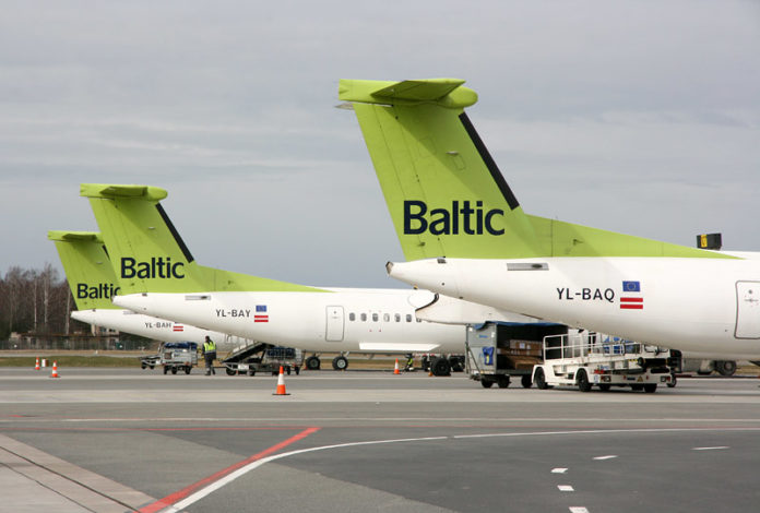 Самолеты airBaltic в аэропорту Рига. Фото: avianews.com