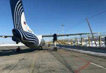 """Самолет DHC-8-200 авиакомпании """"Аврора"""", который столкнулся с деревянным столбом в Южно-Сахалинске"""
