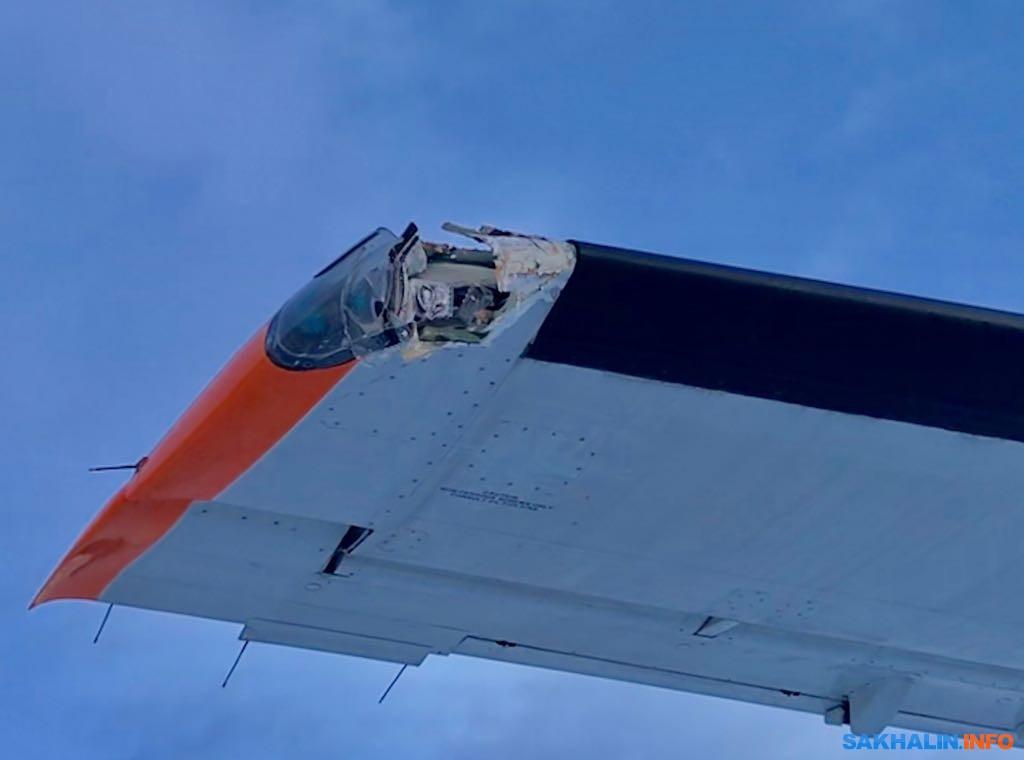 """Поврежденное крыло DHC-8-200 авиакомпании """"Аврора"""""""