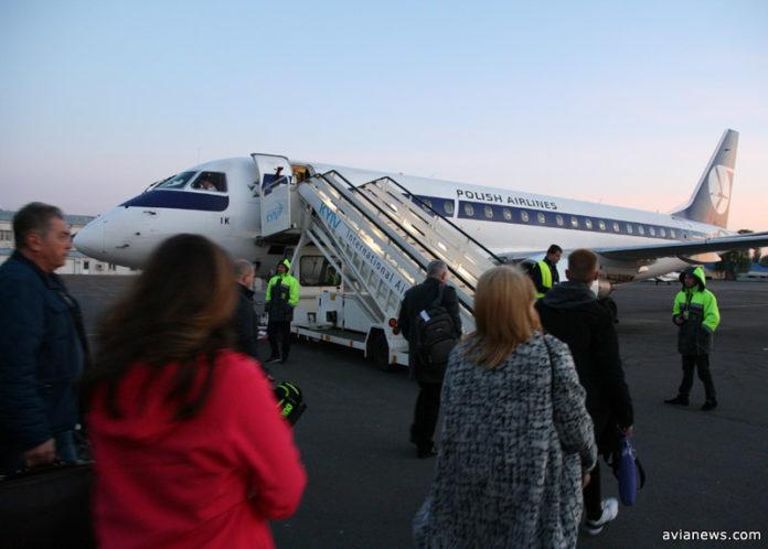 Embraer 175 авиакомпании LOT в аэропорту Жуляны