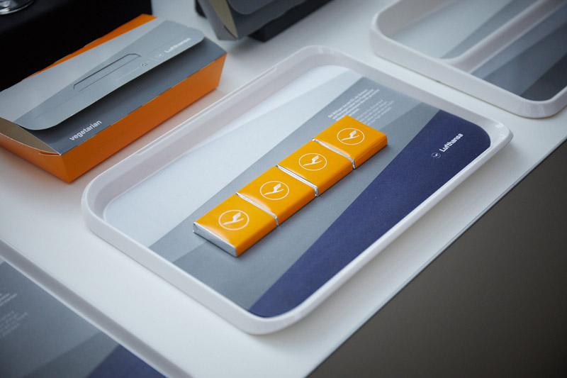 Новая концепция оформления питания с акцентом на желтый цвет. Фото: Lufthansa