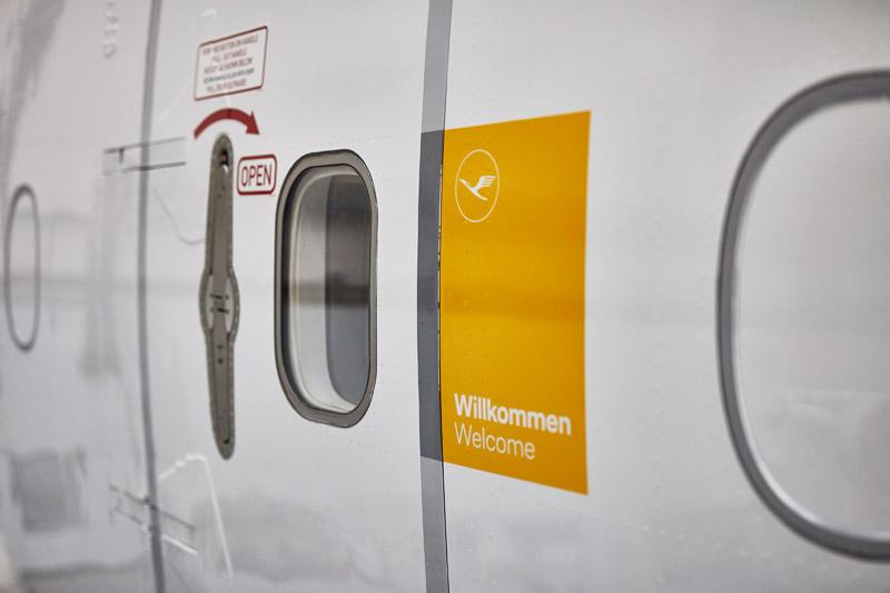 Желтый останется на фюзеляжах самолетов Lufthansa только как фон для надписи Welcome/Willcommen (Добро пожаловать). Фото: Lufthansa