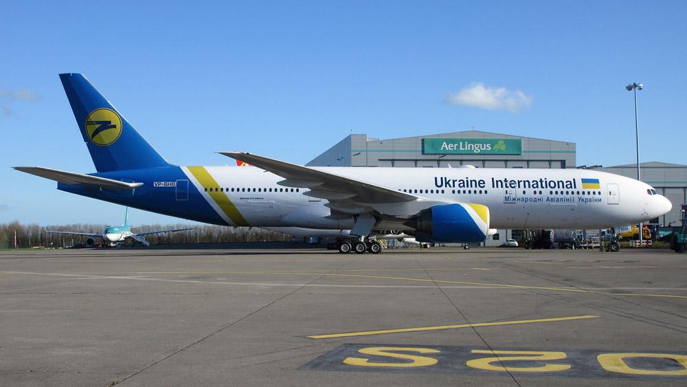 Boeing 777-200ER в ливрее МАУ в аэропорту Дублина