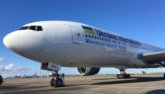 Boeing 777-200ER UR-GOA в ливрее МАУ