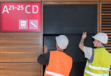 Экраны в терминале аэропорта Берлин Банденбург