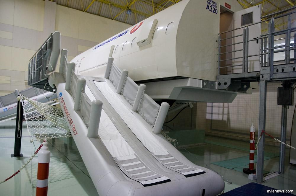 Симулятор для отработки действий бортпроводников в случае задымления на борту или разгерметизации