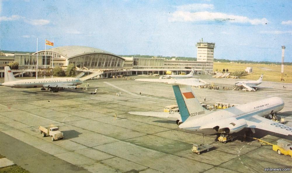 Обзорная терраса в терминале Б с видом на летное поле