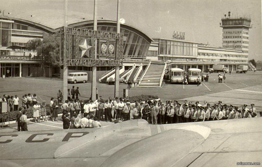 Вид на терминал Б аэропорта Борисполь со стороны перрона
