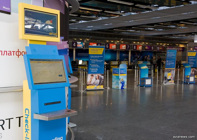 Киоски распечатки посадочных талонов МАУ в аэропорту Борисполь