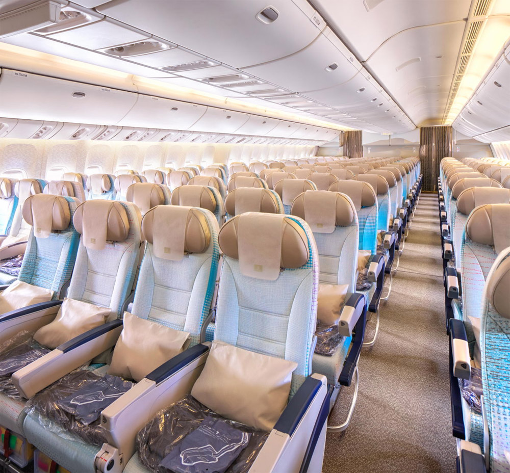 Новый салон эконом-класса Boeing 777-200LR Emirates
