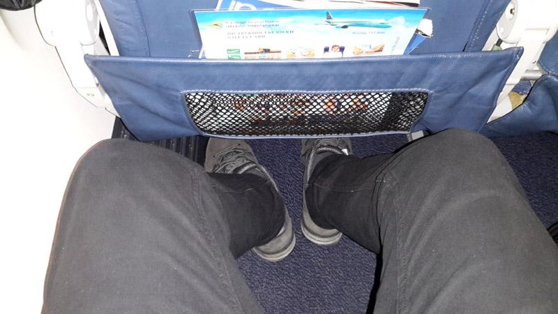 Пространство для ног на борту Boeing 737-800 UR-PST