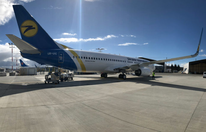 Новый Boeing 737-800 МАУ UR-UIC