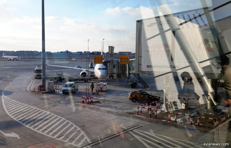 Самолет у телетрапа