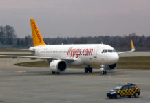 Airbus A320 Pegasus Airlines заруливает на стоянку