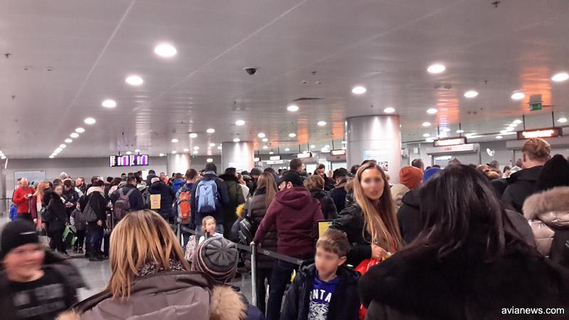 Очередь на паспортный контроль по прилету в аэропорт Борисполь