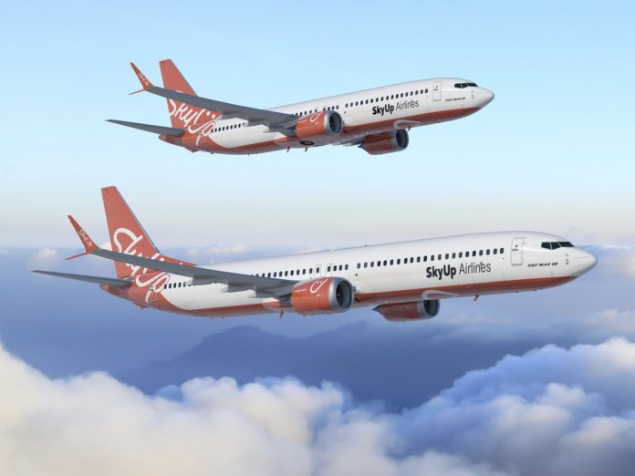Boeing 737 MAX 8 и Boeing 737 MAX 10 в ливрее SkyUp