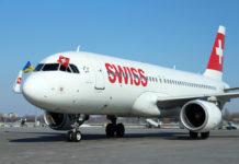 Самолет Airbus A320 Swiss заруливает на стоянку в аэропорту Борисполь