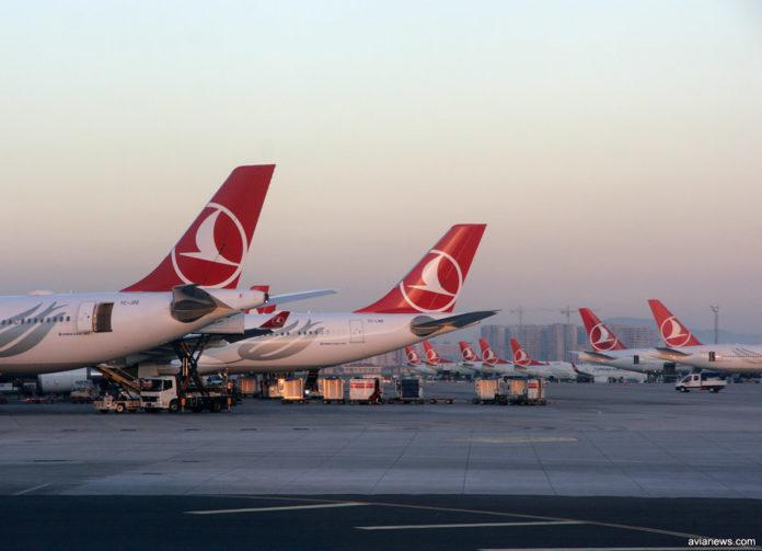 Самолеты Turkish Airlines в аэропорту Стамбула