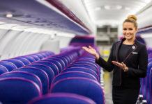 Бортпроводник Wizz Air в самолете лоу-коста