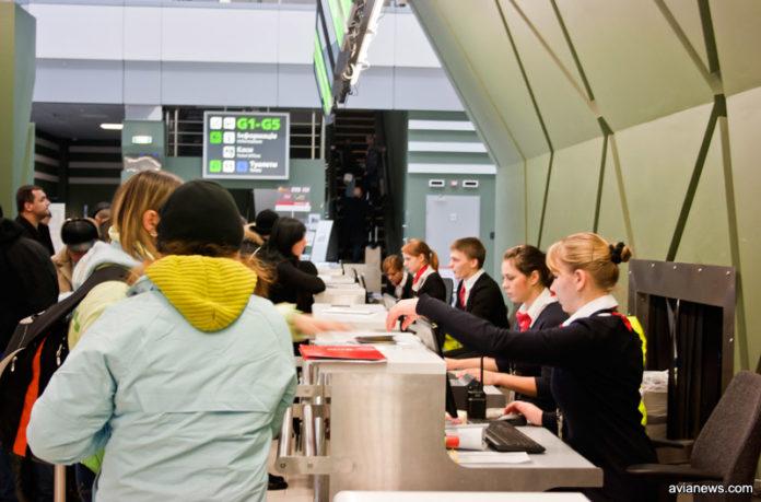Регистрация пассажиров в аэропорту Жуляны