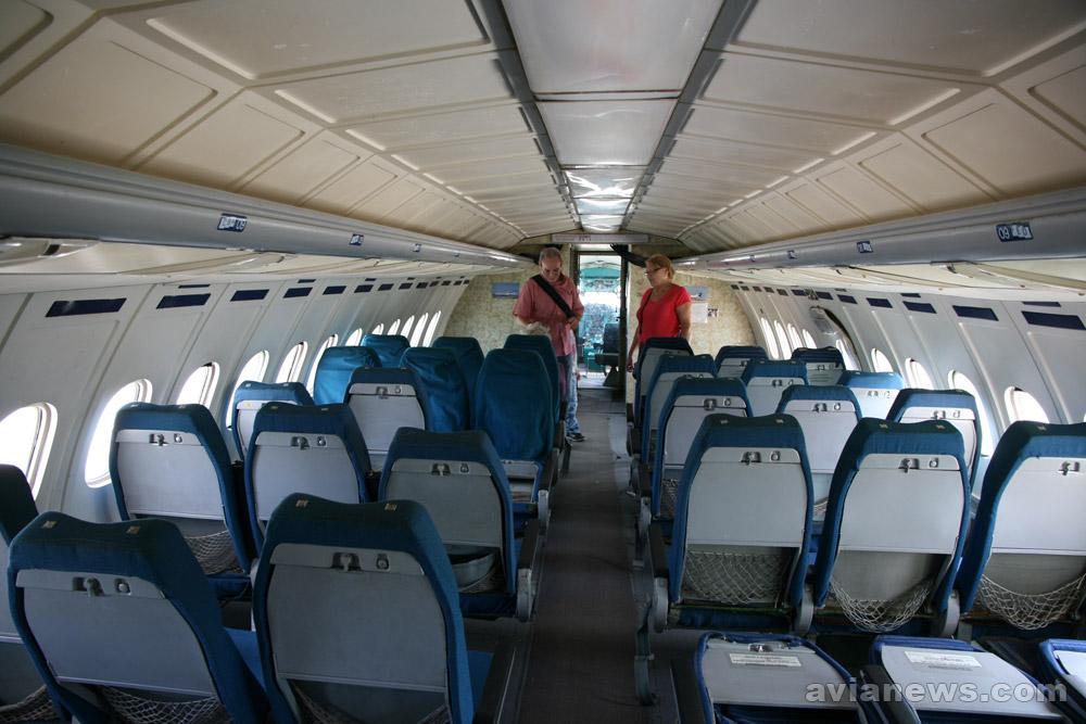 Салон Ту-154