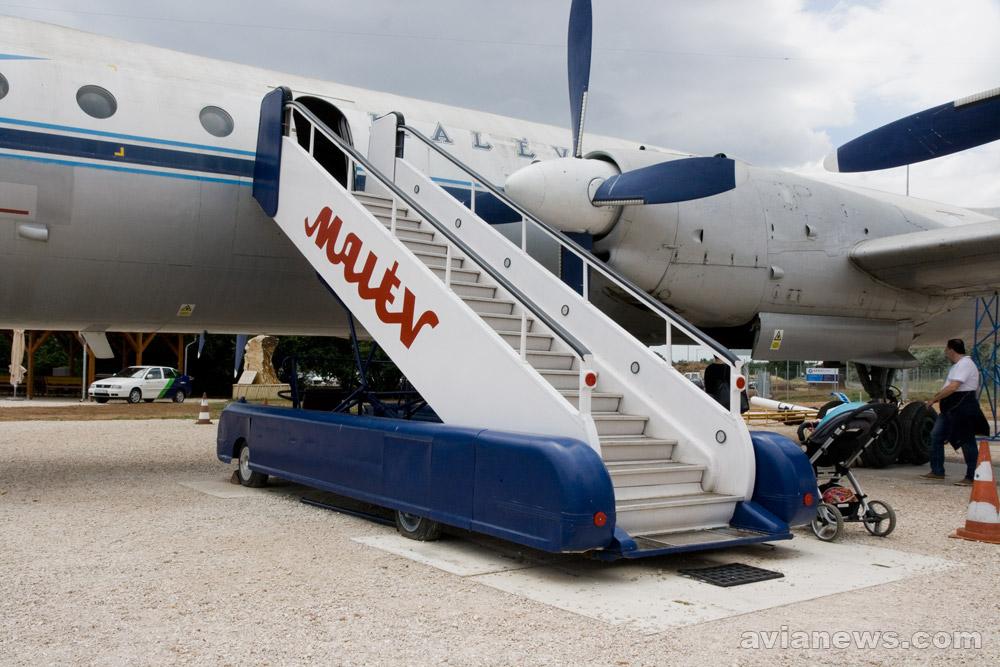 Старый трап для самолетов